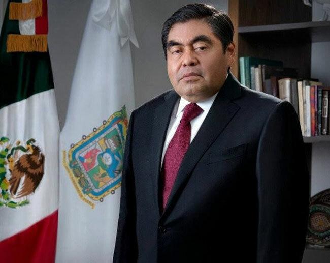 Ông Miguel Barbosa, thống đốc thành phố Puebla, Mexico. Ảnh: Mail.
