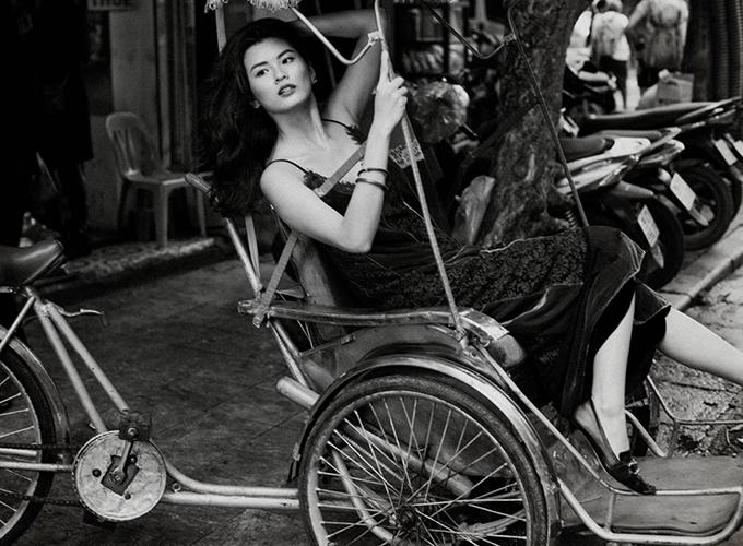 Slip dress của Li Lam là những chiếc đầm tôn vinh cơ thể của mọi người phụ nữ trong bất cứ hoàn cảnh nào.