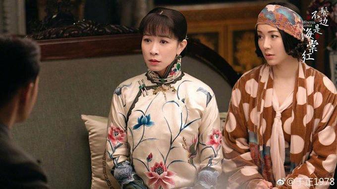 Xuất hiện bên Huỳnh Hiểu Minh phong độ lịch lãm, chị chồng ăn mặc hướng ngoại, Xa Thi Mạn cuốn hút bởi nét quyền quí của bà hai xuất thân trong gia đình có gia thế.