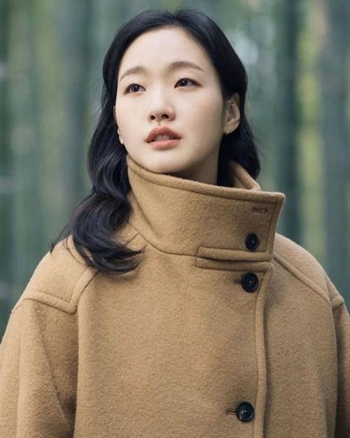 Đóng cặp với Lee Min Ho trong phim mới là Kim Go Eun, người từng được yêu thích với vai nữ chính của phim Goblin (Yêu tinh). Cô vào vai một nữ cảnh sát của đất nước Hàn Quốc hiện thực.