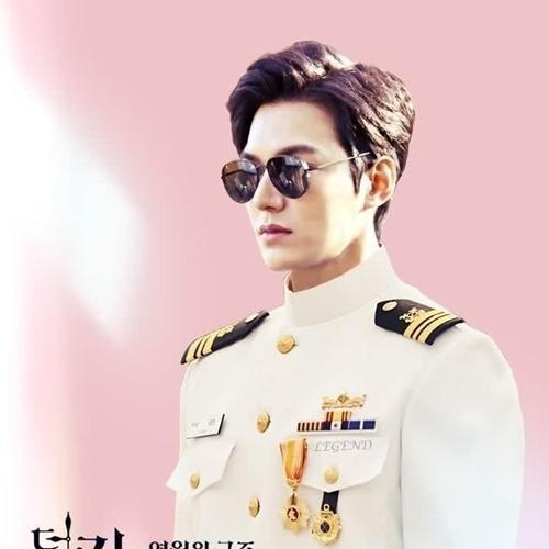 Lần đầu trở lại đóng phim sau khi xuất ngũ, Lee Min Ho được khen giữ vững phong độ và thần thái, khiến fan thích thú với vẻ lịch lãm.