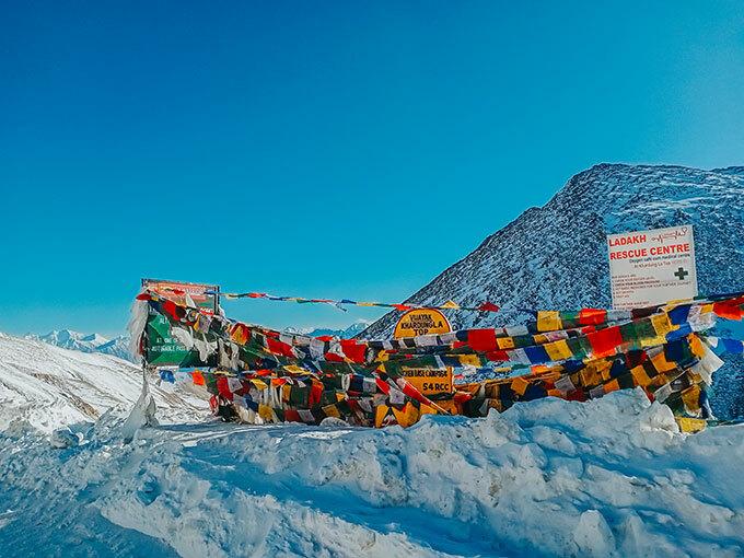 Nếu đã đến Ladakh, Tô khuyên các bạn trẻ nên dành thời gian để trèo lên tu viện Liker. Tu viện này nằm ẩn mình trong một khoảng rộng của hẻm núi khổng lồ cao tới 3.800 m thuộc dãy núi Himalayas.