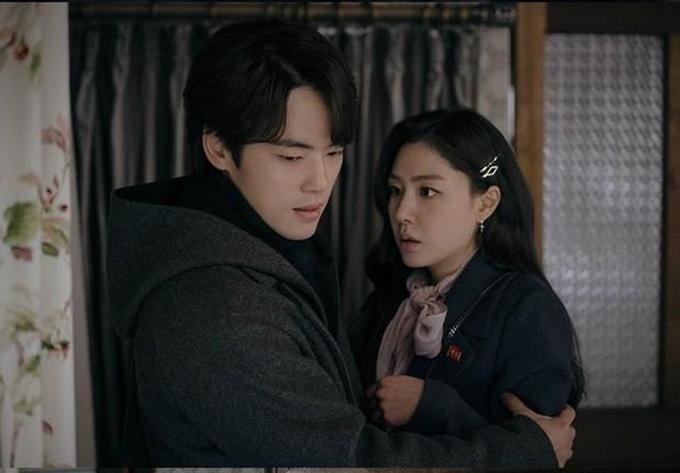 Kim Jung Hyun và Seo Ji Hye trong Hạ cánh nơi anh.