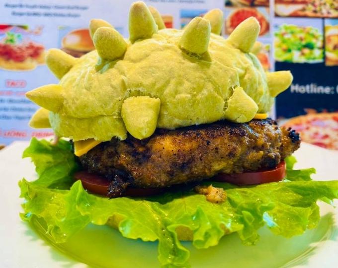Burger corona kẹp thịt. Ảnh Pizzahome