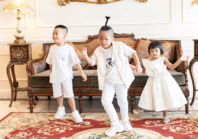Nhím có đam mê và năng khiếu nhảy múa. Đỗ Mạnh Cường luôn tạo điều kiện và khuyến khích các con theo đuổi sở thích riêng.