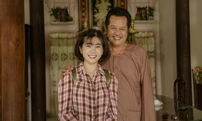 Đây là phần 2 của loạt phim Những cuộc phiêu lưu của Hai Lúa từng lên sóng cách đây 10 năm. Mai Phương nhận vai Sáu Nhú, một trong những người con của ông Hai Lúa (NSƯT Thanh Nam đóng - phải). Cô theo êkíp ghi hình 255 tập phim từ tháng 3/2019, tại ngoại ô TP HCM và một số tỉnh thành miền Tây.