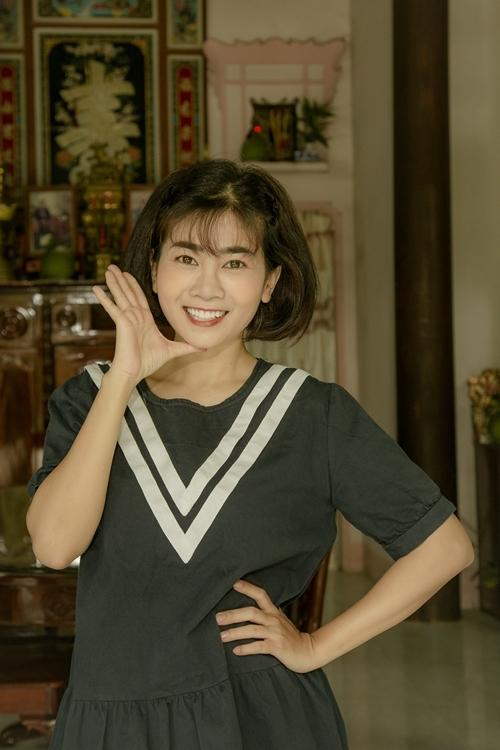 Mai Phương cười rạng rỡ trên phim trường.