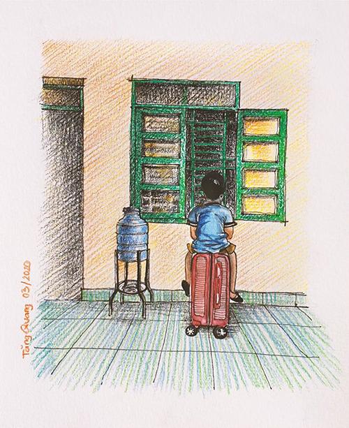 Em bé trong trại cách ly.Sáng sáng kéo va ly ra ngồi bên bệ cửa sổ, vừa phơi nắng vừa xem hoạt hình.