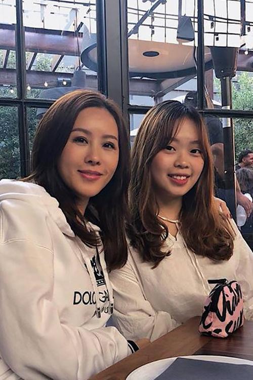 Con gái hoa hậu Thu Hoài tên Hsiu Huai Chen, sinh năm 2000, đang học tại California, là con thứ hai của Thu Hoài và chồng cũ.