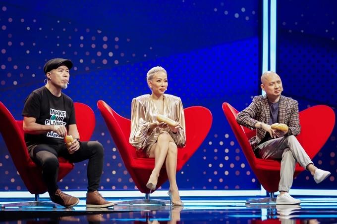 Giám đốc âm nhạc - nhạc sĩ Huy Tuấn cùng hai giám khảo khách mời: ca sĩ Thảo Trang, nhạc sĩ Nguyễn Hải Phong.