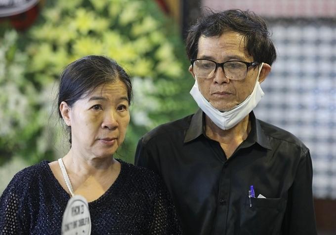 Bố mẹ của Mai Phương trong đám tang diễn ra sáng 31/3.