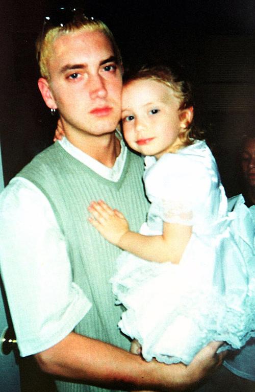 Eminem bên con gái ngày nhỏ.