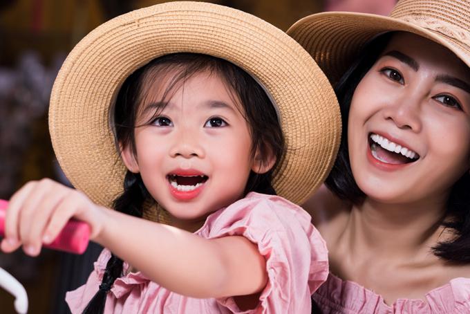 Mai Phương và con gái Lavie trong chuyến du lịch tại Hội An giữa năm 2019.
