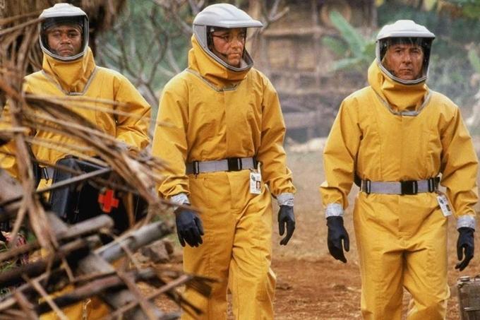 Outbreak sản xuất năm 1995 cũng là tác phẩm ám ảnh về đề tài dịch bệnh. Virus Motaba trong phim xuất hiện ở châu Phi lần đầu năm 1967. Để che giấu bí mật này, hai sĩ quan Mỹ đã ném bom san phẳng các doanh trại có binh sĩ nhiễm bệnh. 28 năm sau, virus này tái bùng phát, tại một thị trấn hư cấu của Mỹ. Vật chủ truyền virus là một con khỉ thuộc giống khỉ đầu trắng. Tại phòng thí nghiệm nghiên cứu về Motaba,lọ chứa mẫu máu của một trong ba nạn nhân đầu tiên đã chết bị vỡ, làm virus lây lan. Cách kiểm soát của chính phủ, quân đội, quy định cách ly là những chi tiết được bình luận giống với hiện tượng đời thực.
