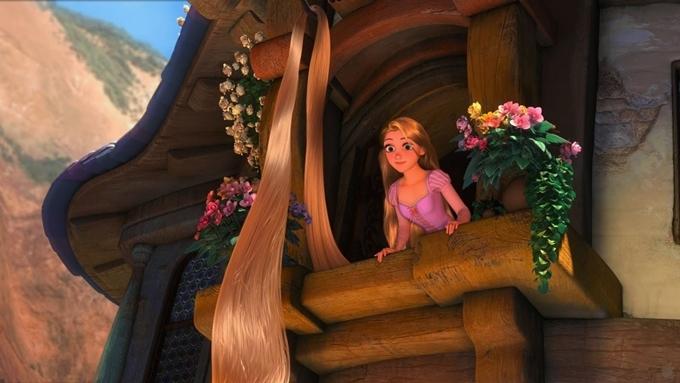 Phim hoạt hình Công chúa tóc mây (Tangled) của hãng Disney không nói tới virus hay dịch bệnh nào, nhưng danh từ riêng Corona từng xuất hiện trong phim. Đó là tên vương quốc củacông chúa Rapunzel. Hình ảnh nàng công chúa có mái tóc siêu dài sống trong một tòa tháp cách biệt với thế giới bên ngoài thì gợi liên tưởng đến việc cách ly tập trung và tự cách ly trong đời thực giữa dịch Covid-19.