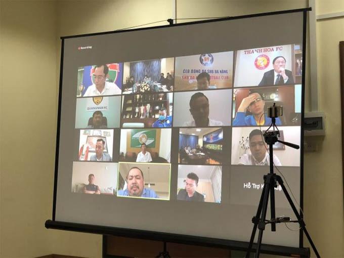 Đại diện các CLB tham gia họp trực tuyến cùng VPF. Ảnh: VPF.