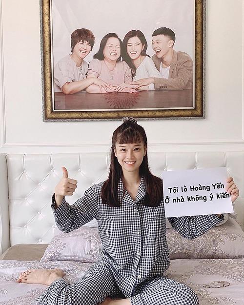 Hoàng Yến Chibi kêu gọi fan ở nhà tránh dịch.