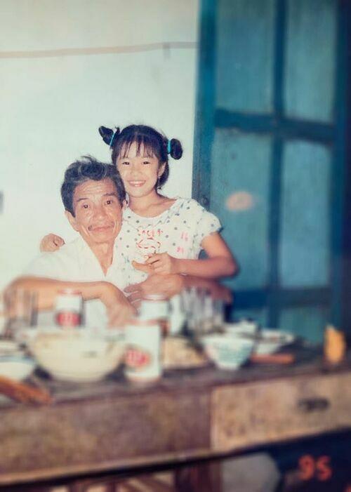 Lê Phương đăng ảnh hồi nhỏ vì quá thương nhớ người ông đã khuất.