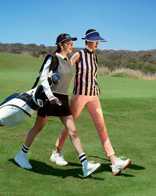 MC Hải Anh và người mẫu Hà Kino đối lập phong cách khi gợi ý trang phục tập golf. Trong khi nữ MC yêu chuộng vẻ nữ tính thì chân dài lại thích sự mạnh mẽ, nam tính.