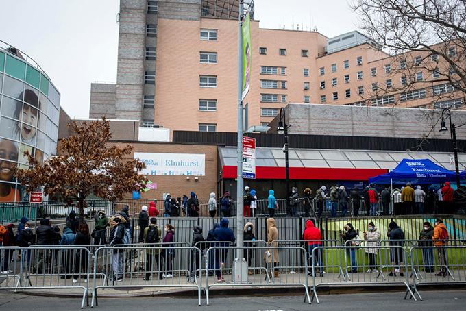 [Captiác y tá tại Trung tâm y tế Jacobi ở Bronx đã tập trung vào đầu ngày thứ Bảy để phản đối sự thiếu hụt thiết bị bảo vệ, bao gồm mặt nạ N95.