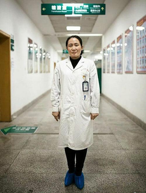 Bác sĩ Ai Fen - trưởng khoa cấp cứu của Bệnh viện Trung ương Vũ Hán. Ảnh: Weibo.