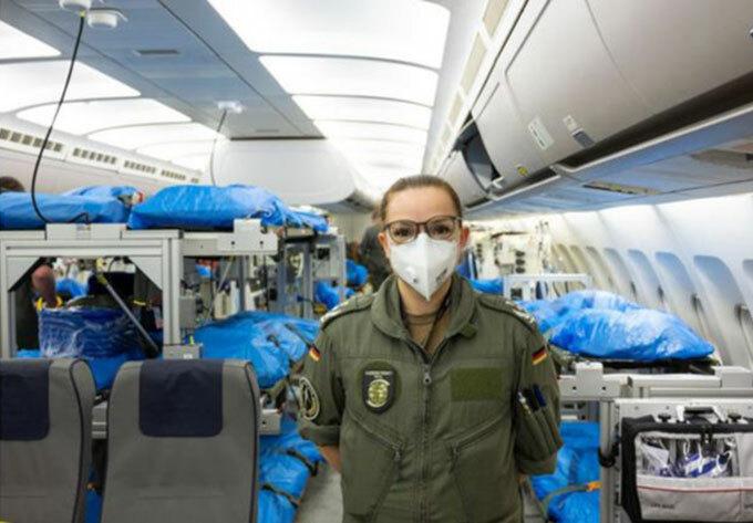 Bên trong bệnh viện bay chữa cho bệnh nhân Covid-19 - 4