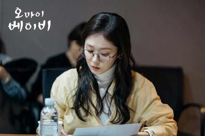 Trong buổi đọc kịch bản hồi tháng 2, Jang Nara vẫn để tóc dài. Oh My Baby đang quay. Phim sẽ lên sóng từ tháng 5.