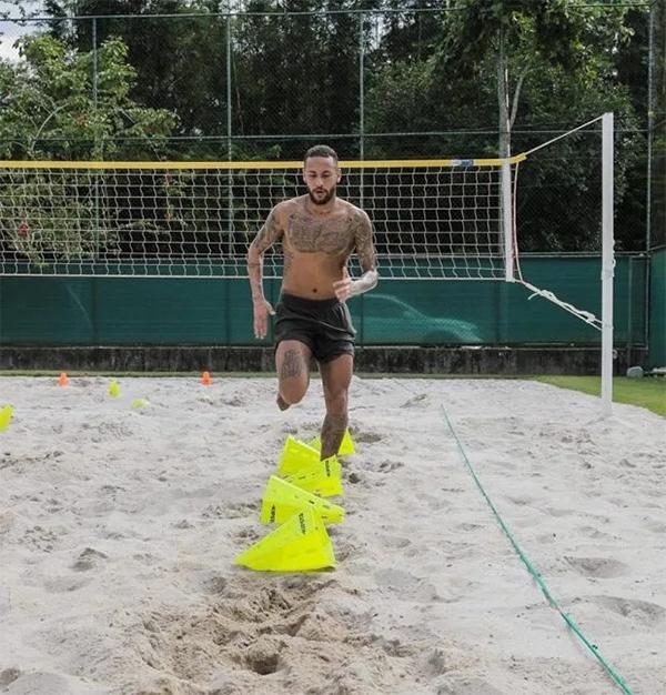 Neymar rủ bạn bè về nhà cách ly cho vui - 10
