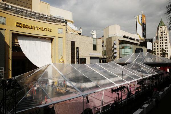 Khu vực thảm đỏ bên ngoài nhà hát Dolby được dựng lềutừ thứ 7, ngày 1/3.