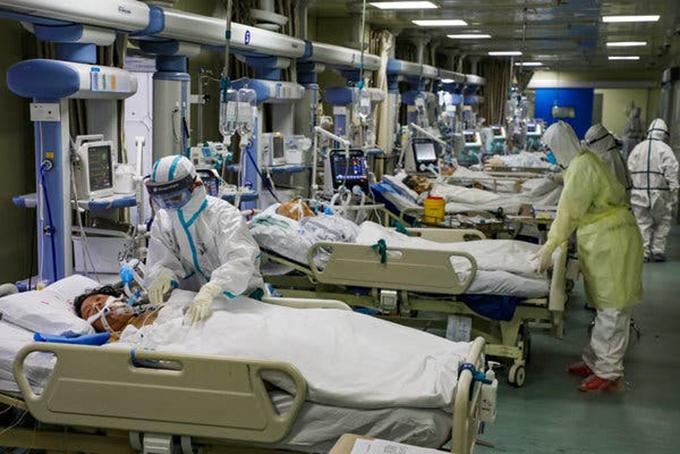 Hiện Trung Quốc vẫn còn hàng trăm bệnh nhân Covid-19 trong tình trạng nguy kịch. Ảnh: Xinhua.