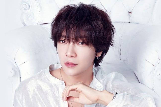 Ca sĩ Yoon Hak.