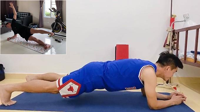 Tiến Linh, Văn Lâm tập luyện ở nhà để duy trì thể lực. Ảnh: FB.