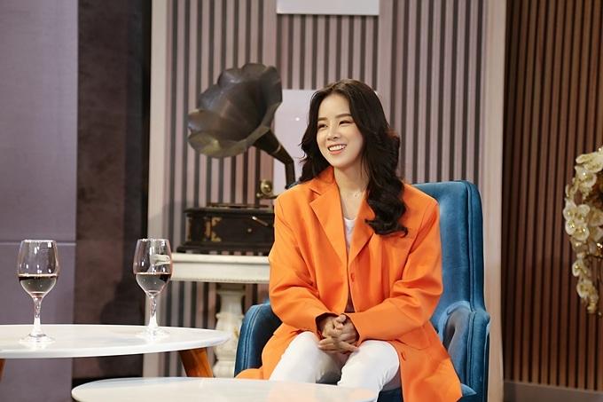 Chuyện Cuối Tuần chủ đề Nữ DJ và chuyện nghề với sự đối thoại thẳng thắn giữa đạo diễn Lê Hoàng và DJ Trương Tiểu My sẽ được phát sóng vào 21h35 thứ bảy ngày 4/4 trên kênh VTV9.