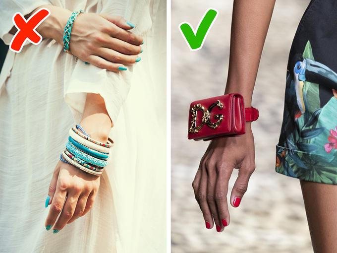 Vòng tuầnCác nhà thiết kế như Stella McCartney, Alexander McQueen, Brandon Maxwell và Dolce & Gabbana đã quyết định làm cho mùa xuân hè 2020 trở nên thiết thực nhất có thể và thay thế các vòng đeo tay nhiều lớp bằng ví nhỏ, và họ đề nghị sử dụng các giá đỡ này cho ID, thẻ, và thậm chí có thể là kính. Đây là một giải pháp tuyệt vời vì chúng tôi không bao giờ có đủ túi.