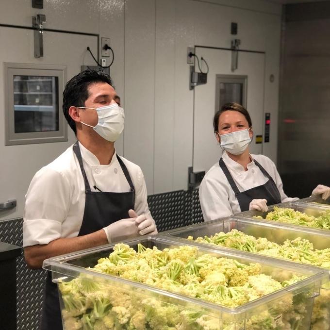Có 12 đầu bếp nấu ăn mỗi ngày.Để tiết kiệm, họ đã xin hai công ty giao hàng và vài đơn vị cung cấp thực phẩm tài trợ. Ngoài ElevenMadison Park,Rethink cũng lên kế hoạch hỗ trợ cho khoảng 30 nhà hàng khác ở New York tham gia chiến dịch này.