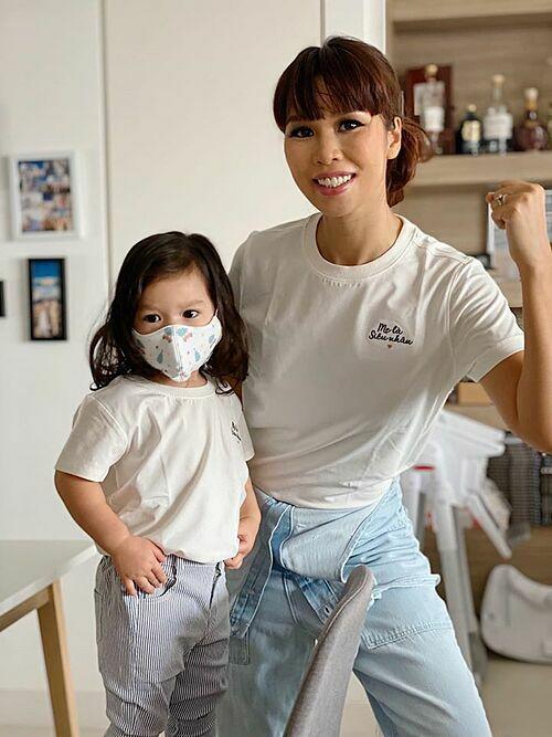 Hà Anh và con gái.