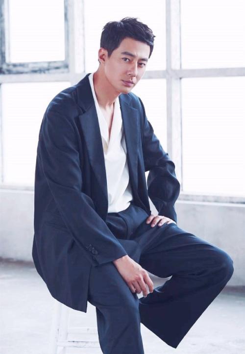 Tài tử Joo In Sung.