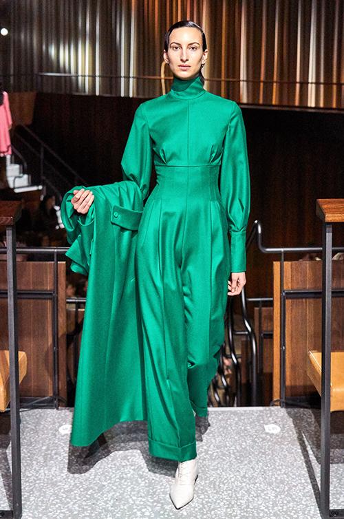 Meghan mặc set đồ hơn 300 triệu đồng khi rời hoàng gia - 3