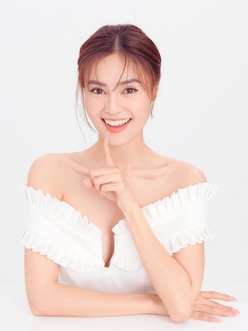 Nhiếp ảnh: Mon Trần, trang điểm: Kunny Lee, trang điểm: Trang Nhẹ Nhàng.