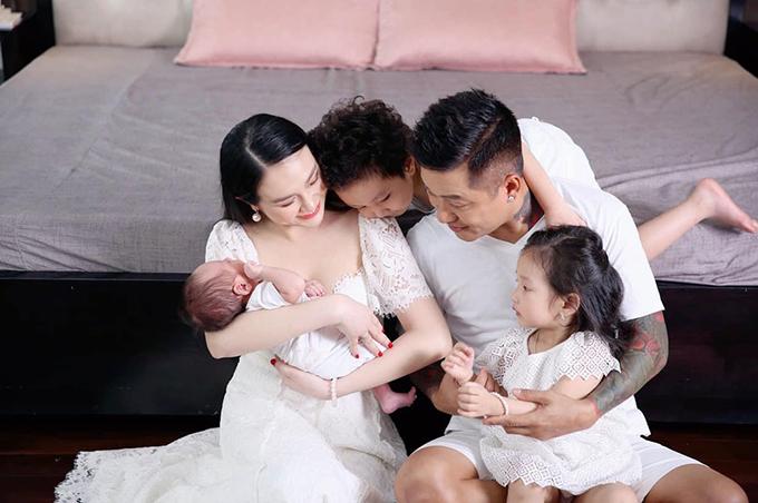 Gia đình Tuấn Hưng.