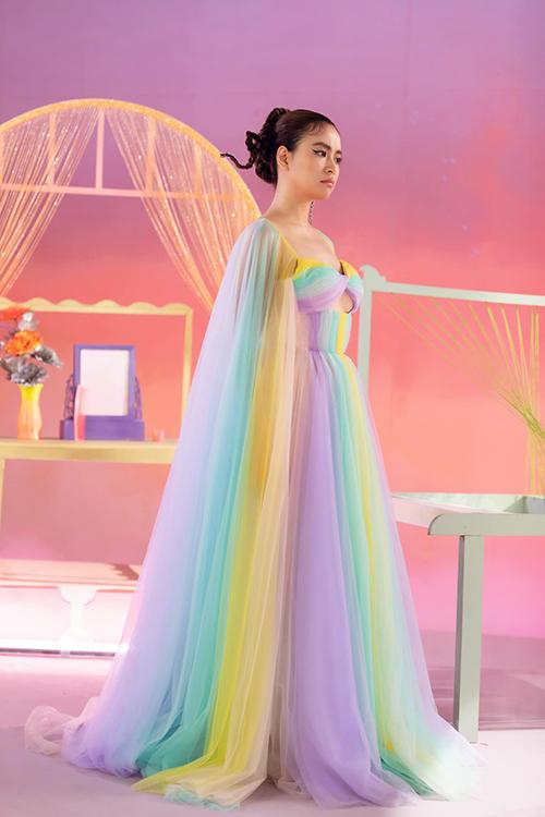 Đầmđa sắccủa Hoàng Thuỳ Linh trong MV mới - 16
