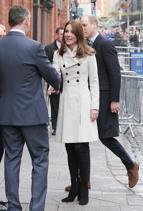 Kate mặc đơn giản hơn vì không còn phải cạnh tranh với Meghan