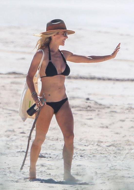 Nữ diễn viên Tây Ban Nha vốn là người thích vận động và đam mê thể thao. Cô thường xuyên đưa các con ra biển học bơi, lướt sóng và cưỡi ngựa.