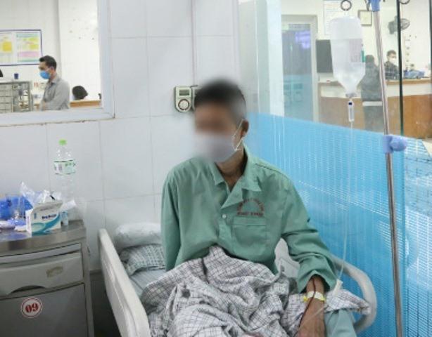Bệnh nhân hiện ổn định nhưng hai mắt mất thị lực sau khi uống phải cồn sát khuẩn giả.