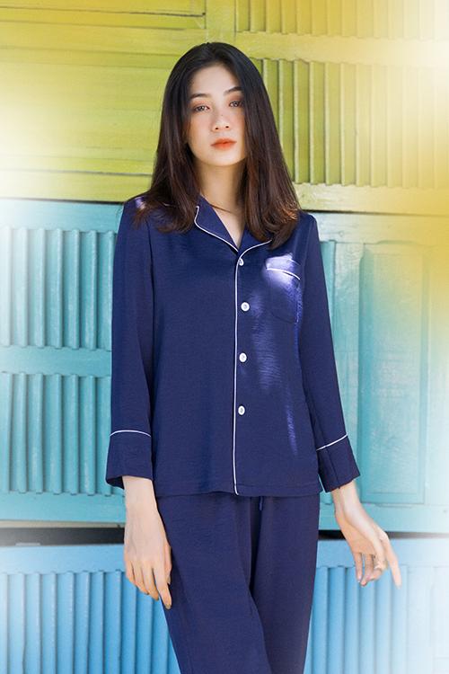 Thay vì giới thiệu các bộ sưu tập đi biển, đi tiệc mùa hè, nhà mốt Việt dành cho phái đẹp các thiết kế giá bình dân để sử dụng trong mùa nắng.