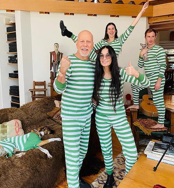 Bruce Willis khoác vai vợ cũ khi đến thăm cô và các con gái.