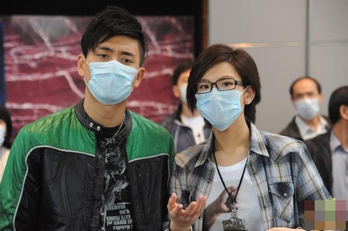 Huỳnh Tông Trạch vào vai anh chàng cảnh sát truy tìm tội phạm bắt cóc, ca sĩ Trịnh Hân Nghi đóng vai cô phóng viên tiếp cận giới siêu giàu.