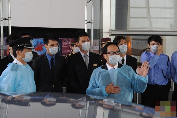 Bộ Y tế, cảnh sát và khách sạn phối hợp đẩy lùi dịch bệnh.