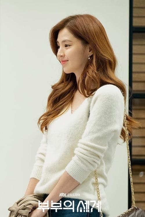 Han So Hee sinh năm 1994. Trước đây, cô theo học tại trường nữ sinh Ulsan. Đây được mệnh danh là ngôi trường đào tạo người đẹp của showbiz Hàn. Nhiều ngôi sao đều xuất thân từ đây như Kim Tae Hee, Lee Tae Im, Han Chae Ah... Thời trung học, So Hee cũng nổi tiếng trong trường vì nhan sắc nổi trội.