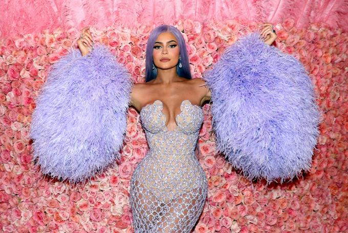 Kylie Jenner giữ vững khối tài sản 1 tỷ USD.